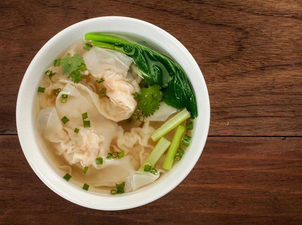 Resep Sup Pangsit Ayam dan Udang yang Gurih Buat Berbuka