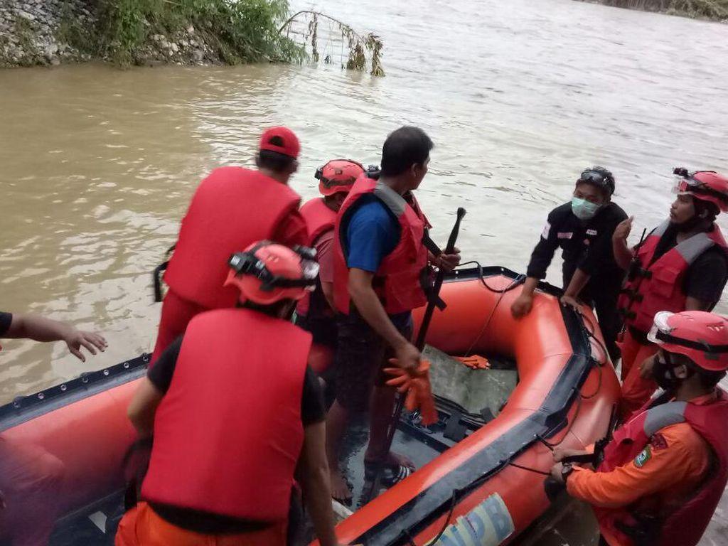 Seberangi Sungai untuk Perbaiki Pipa, Warga Poso Hanyut
