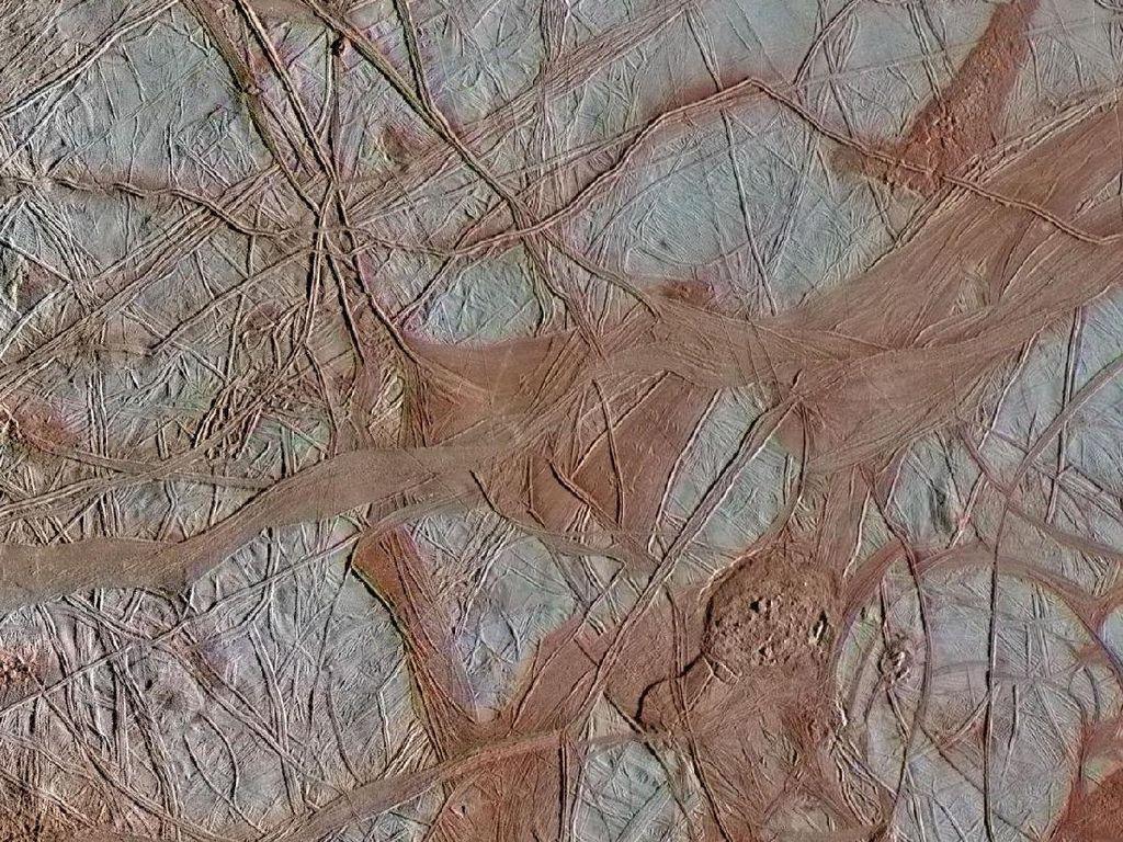 NASA Ungkap Detail Bulan Jupiter yang Penuh Goresan