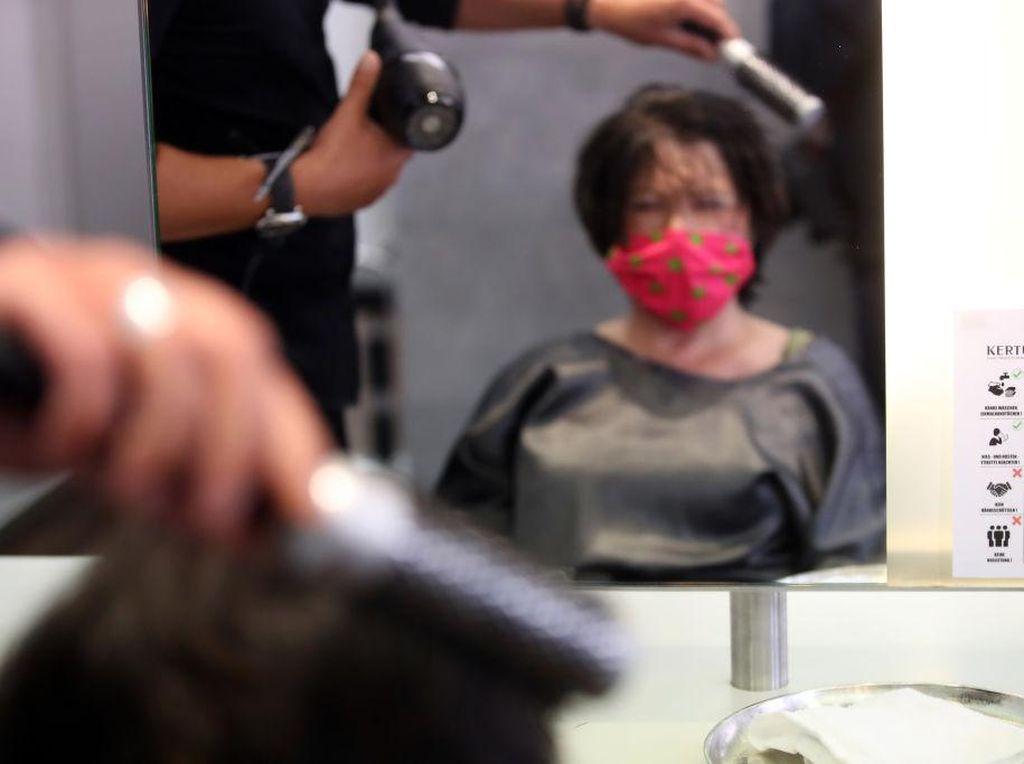 Kok Bisa? 2 Pegawai Salon di AS Positif Corona, 139 Pelanggan Tak Tertular