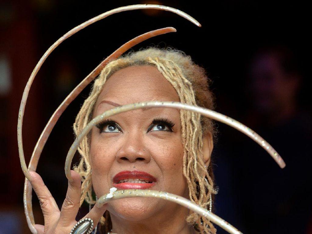 Foto: Kuku Terpanjang di Dunia, Tak Dipotong 20 Tahun