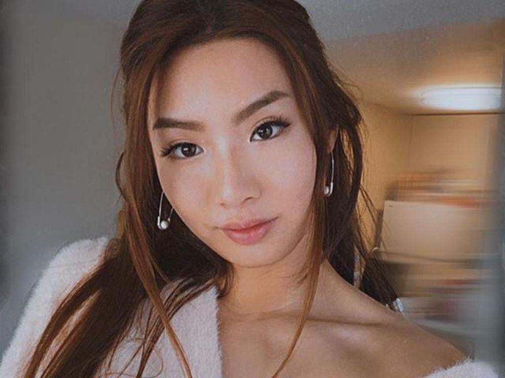 Foto: Perawat Cantik Ini Viral di TikTok, Berbagi Info Corona Sambil Joget