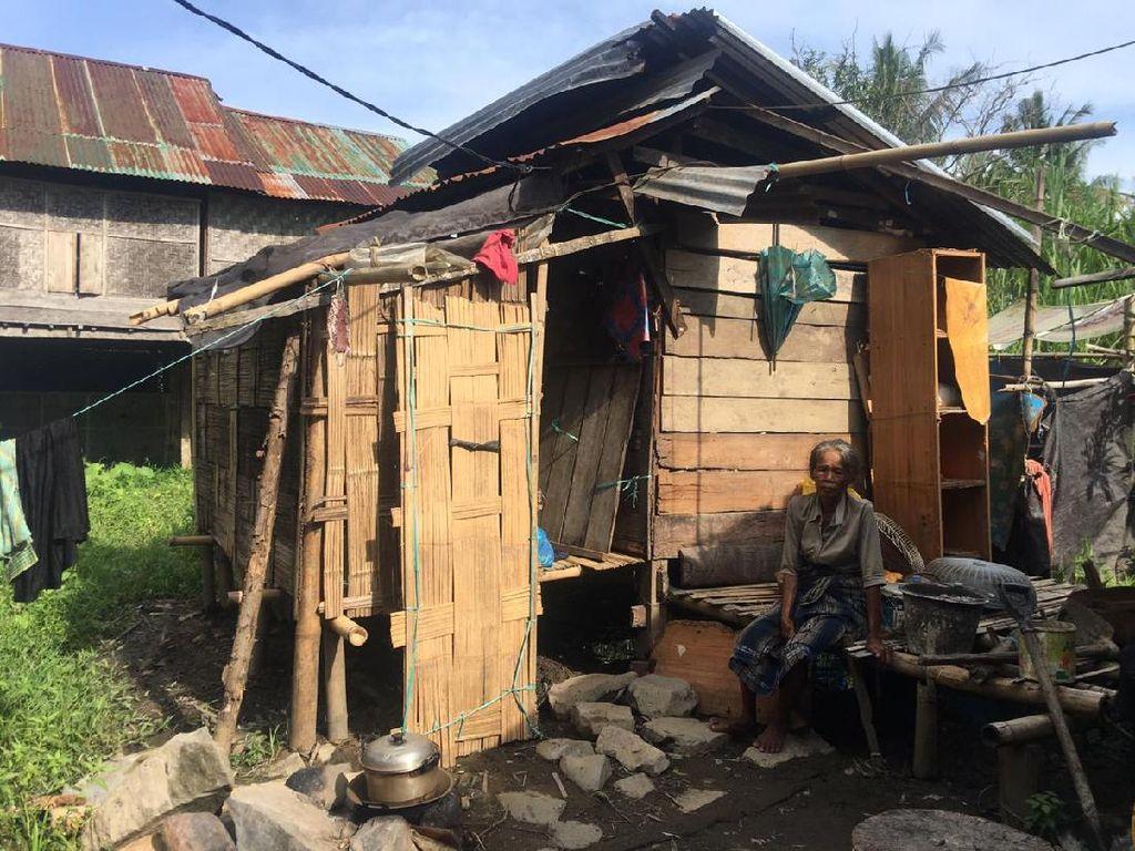 Pilu! Nenek Sitti di Polman Tempati Gubuk Kecil dan Makan Nasi Garam