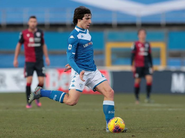 BRESCIA, ITALY - JANUARY 19:  Sandro Tonali of Brescia Calcio in action during the Serie A match between Brescia Calcio and Cagliari Calcio at Stadio Mario Rigamonti on January 19, 2020 in Brescia, Italy.  (Photo by Emilio Andreoli/Getty Images)