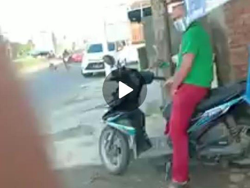 Beredar Video Pria Diduga Onani di Atas Motor