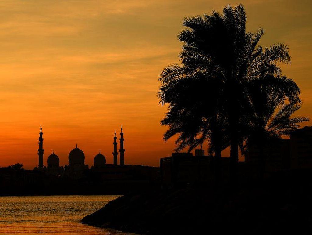 Uni Emirat Arab Instruksikan Warga Gelar Sholat Idul Adha di Rumah