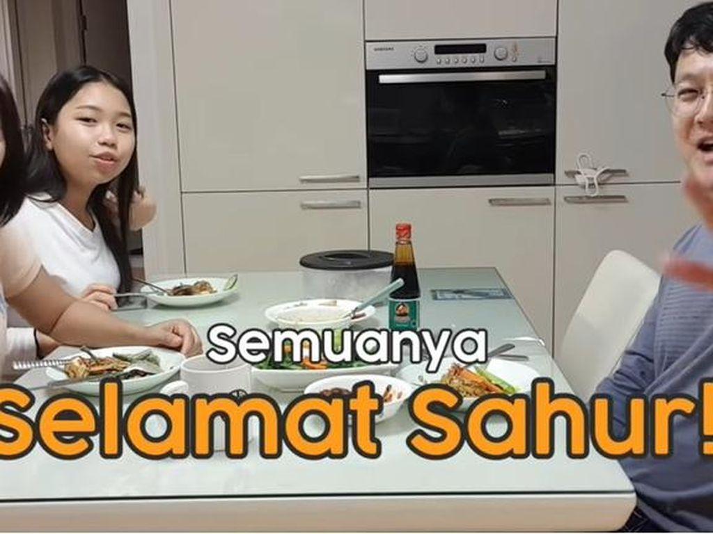 Intip Keseruan Orang Indonesia Masak Nasi Goreng untuk Sahur di Korea