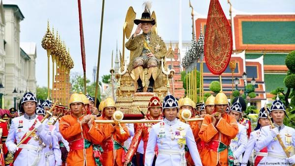 Raja Thailand Hidup dalam Karantina Mewah, Sementara Negaranya Menderita