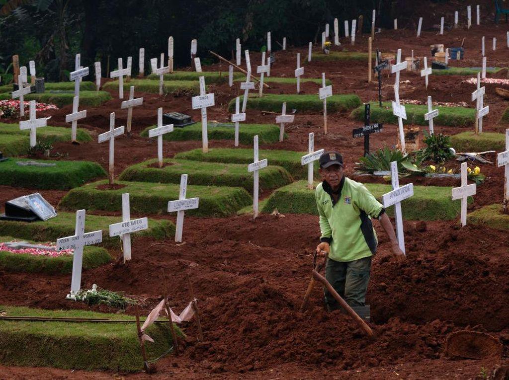 Pemprov DKI Janji Selesaikan Insentif Tukang Gali Kubur yang Tertunda