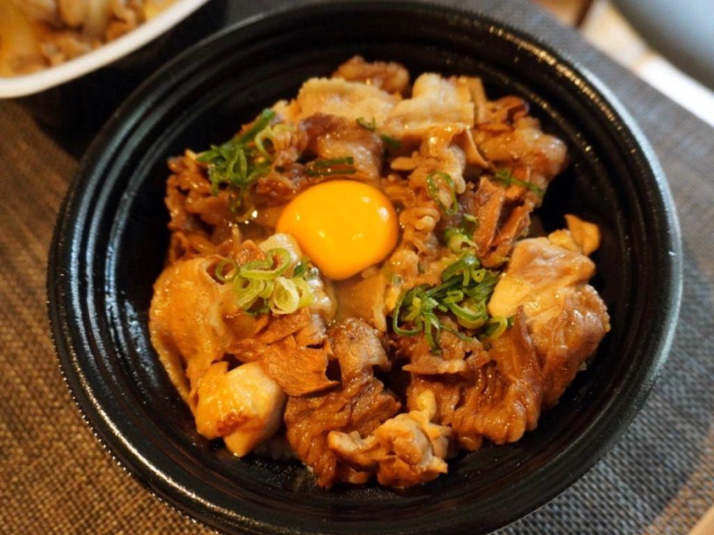 Berisi 3 Jenis Daging, Rice Bowl Ini Mengandung 1.700 Kalori!