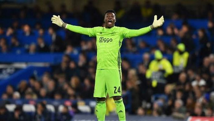 Ajaxs Cameroon goalkeeper Andre Onana celebrates after they score their third goal during the UEFA Champions League Group H football match between Chelsea and Ajax at Stamford Bridge in London on November 5, 2019. (Photo by Glyn KIRK / AFP)