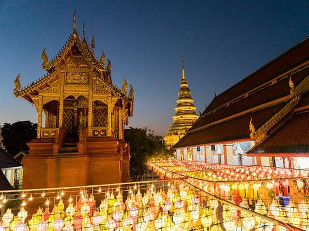 Umat Buddha Thailand Rayakan Waisak Secara Online Hari Ini