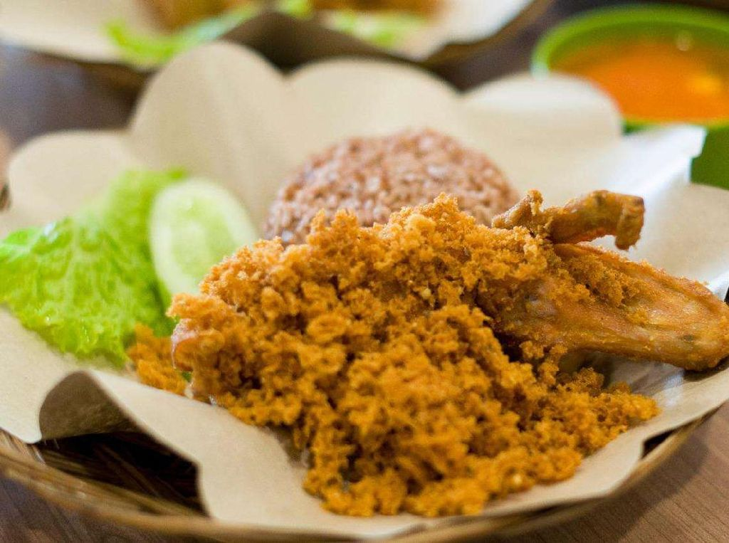 Kriuk Gurih Ayam Goreng Kremes Ini Bisa Diantar ke Rumah