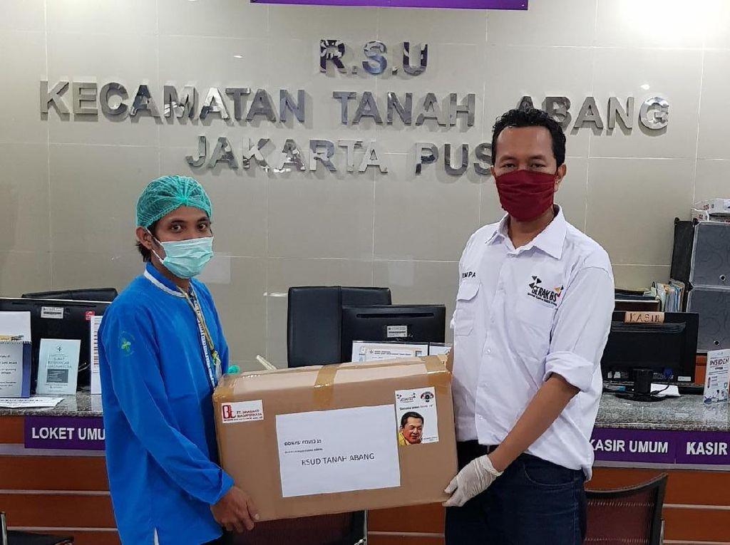 Ketua MPR Salurkan Bantuan APD dan Thermogun ke Puluhan Rumah Sakit