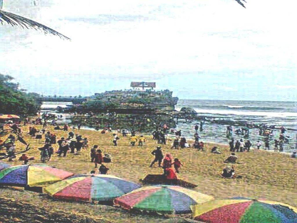 Pesona Pulau Jumino di Yogya, Mirip Tanah Lot di Bali