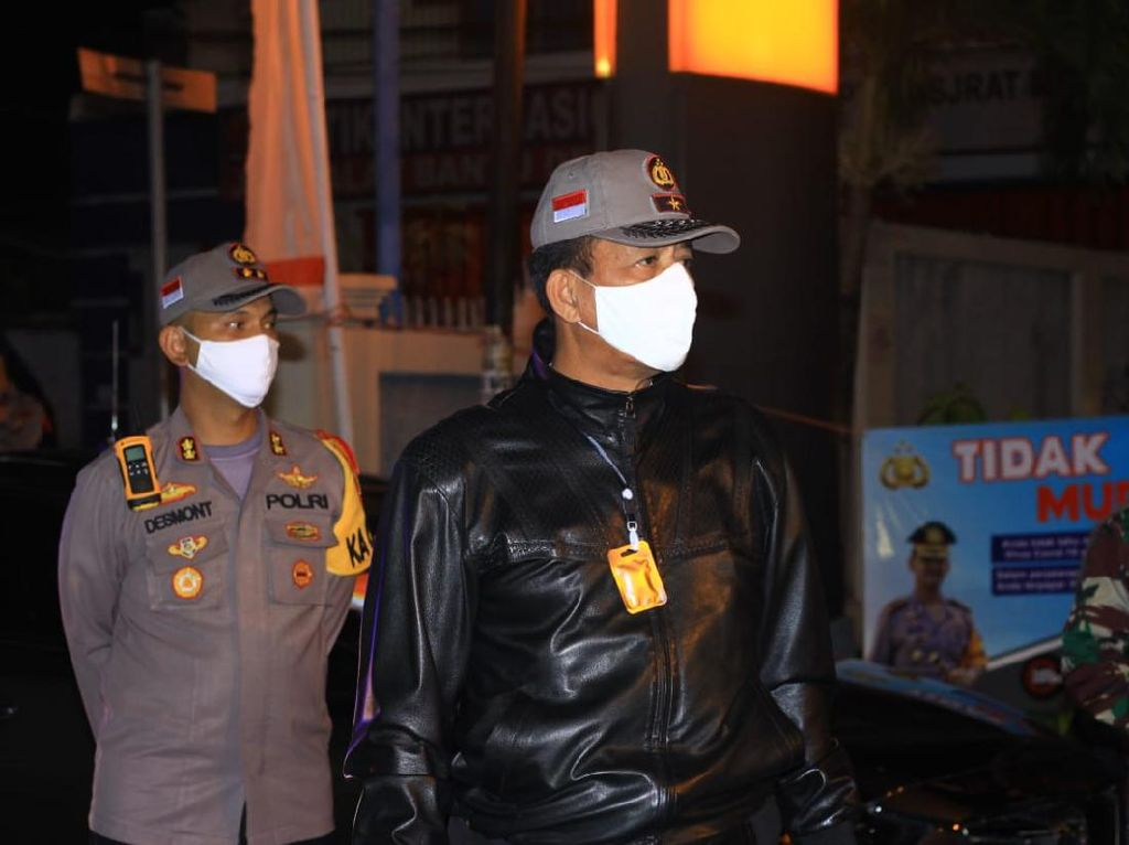 Tinjau Check Point PSBB, Kapolda Gorontalo Imbau Jajaran Kedepankan Humanis