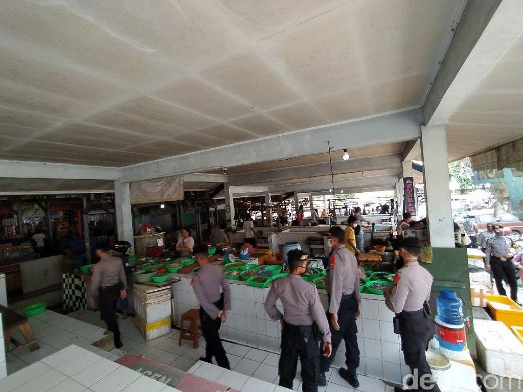 Langgar Jam Operasional, Petugas Minta Pedagang Pasar di Ciamis Tutup Lapak