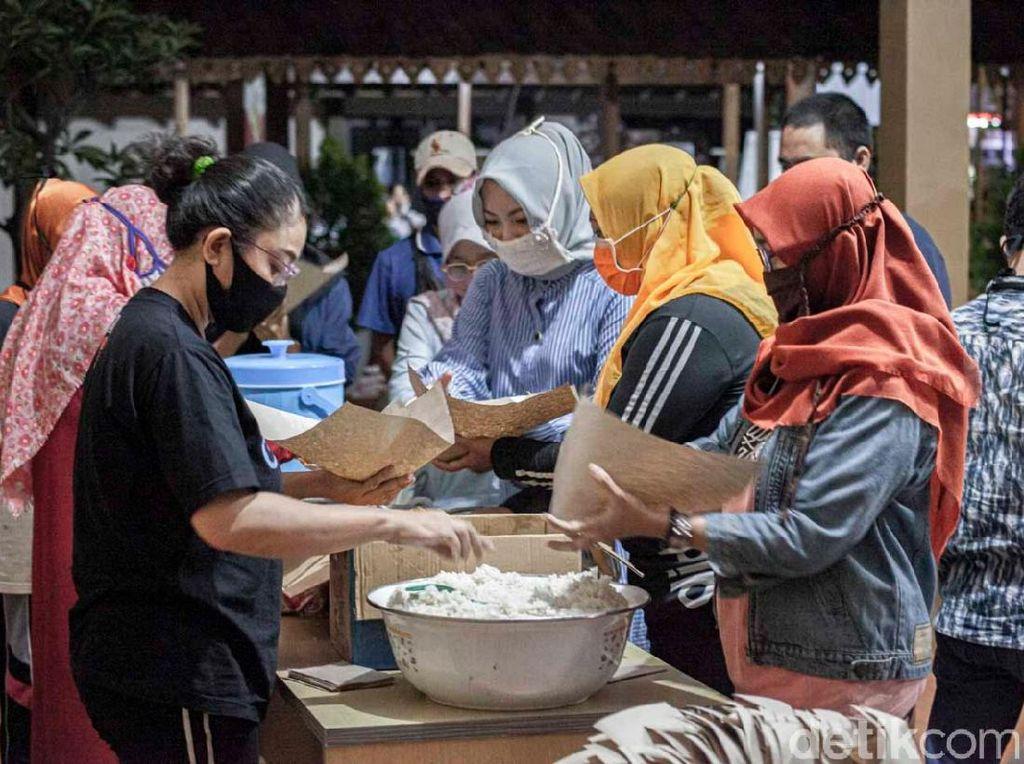 Tangani Dampak COVID-19, Kecamatan di Banyuwangi ini Buka Dapur Umum