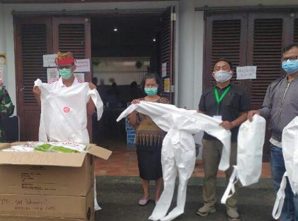 Kodam Hasanuddin Salurkan Bantuan 100 Hazmat ke Gugus Tugas Tana Toraja
