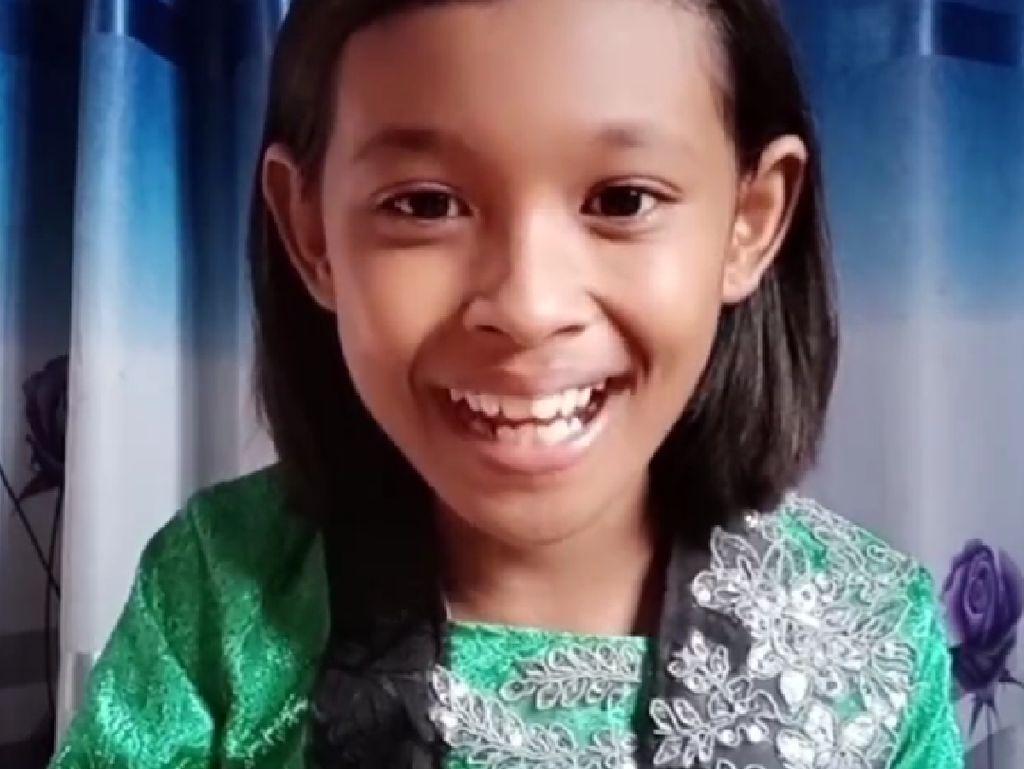 Keren! Gadis Kecil Ini Review Makanan Pakai Bahasa Jawa Halus