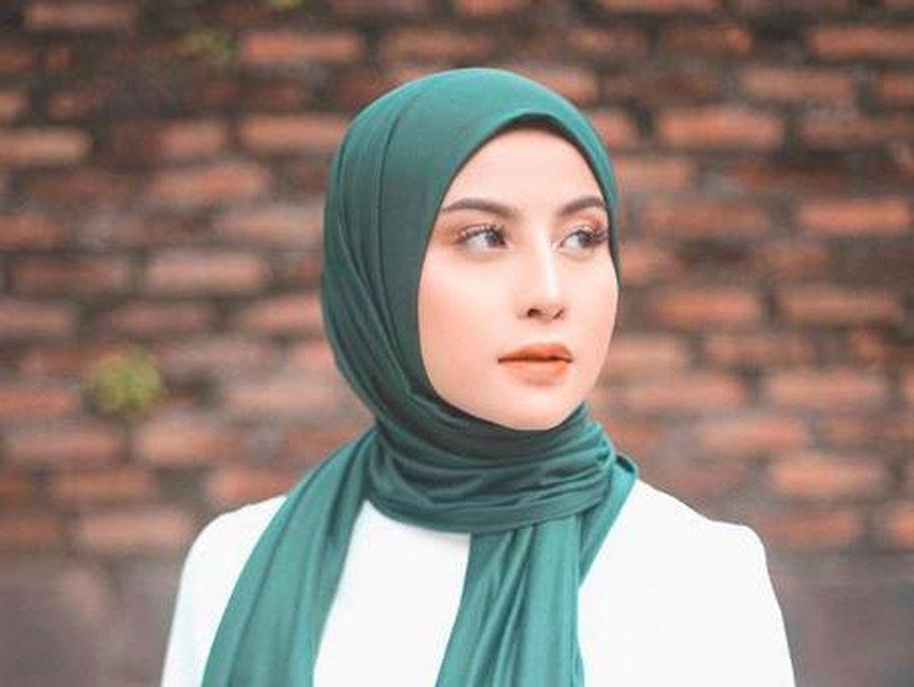 Cantik! Berhijab Selama Ramadhan, Awkarin Banjir Pujian