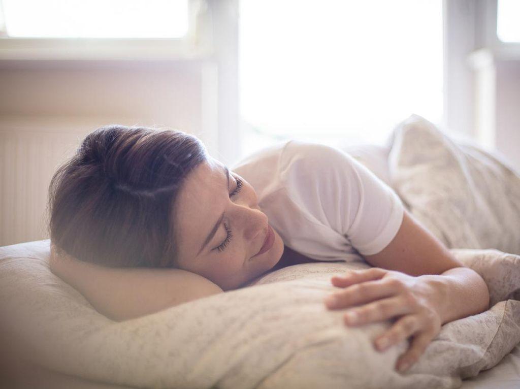 Daftar Makanan yang Perlu Dikonsumsi dan Dihindari Agar Mudah Tidur Nyenyak