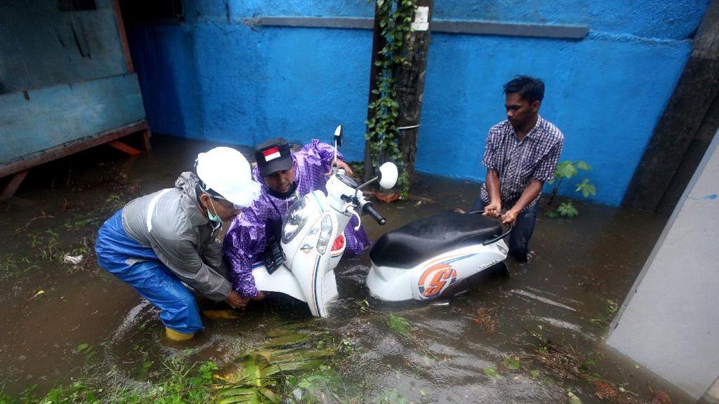 Banjir Akibat Hujan Deras Rendam Banda Aceh