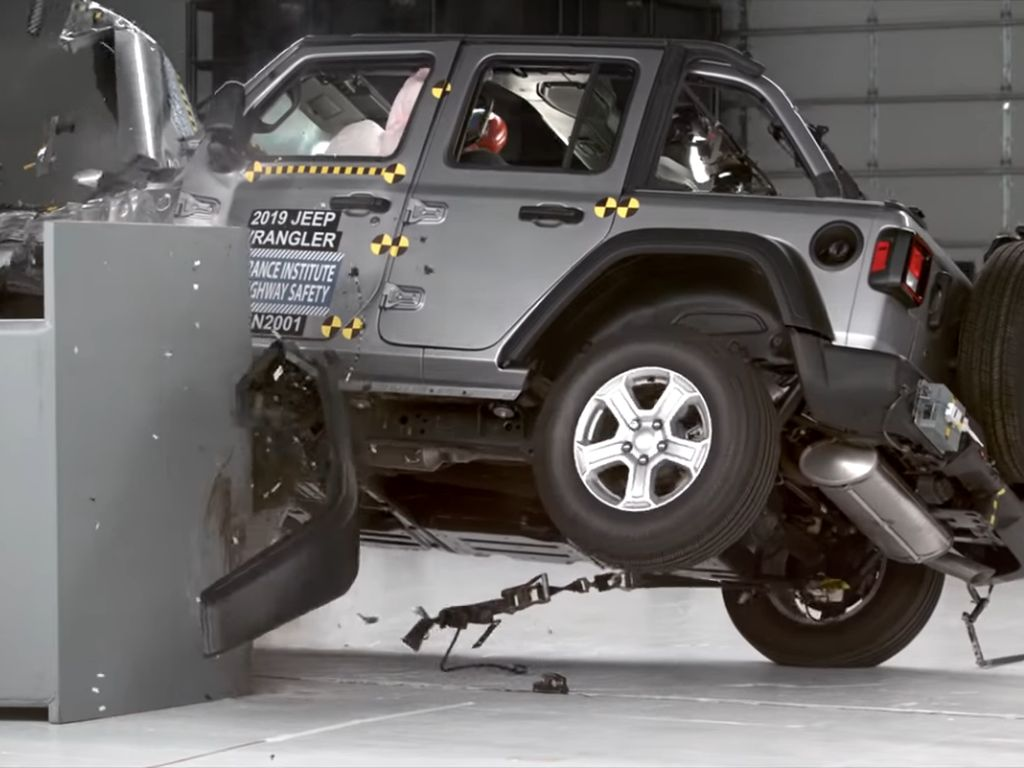 Ketangguhan Jeep Wrangler Dipertanyakan Melihat Hasil Uji Tabraknya