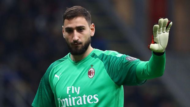 MILAN, ITALY - FEBRUARY 13:  Gianluigi Donnarumma of AC Milan gestures during the Coppa Italia Semi Final match between AC Milan and Juventus at Stadio Giuseppe Meazza on February 13, 2020 in Milan, Italy.  (Photo by Marco Luzzani/Getty Images)