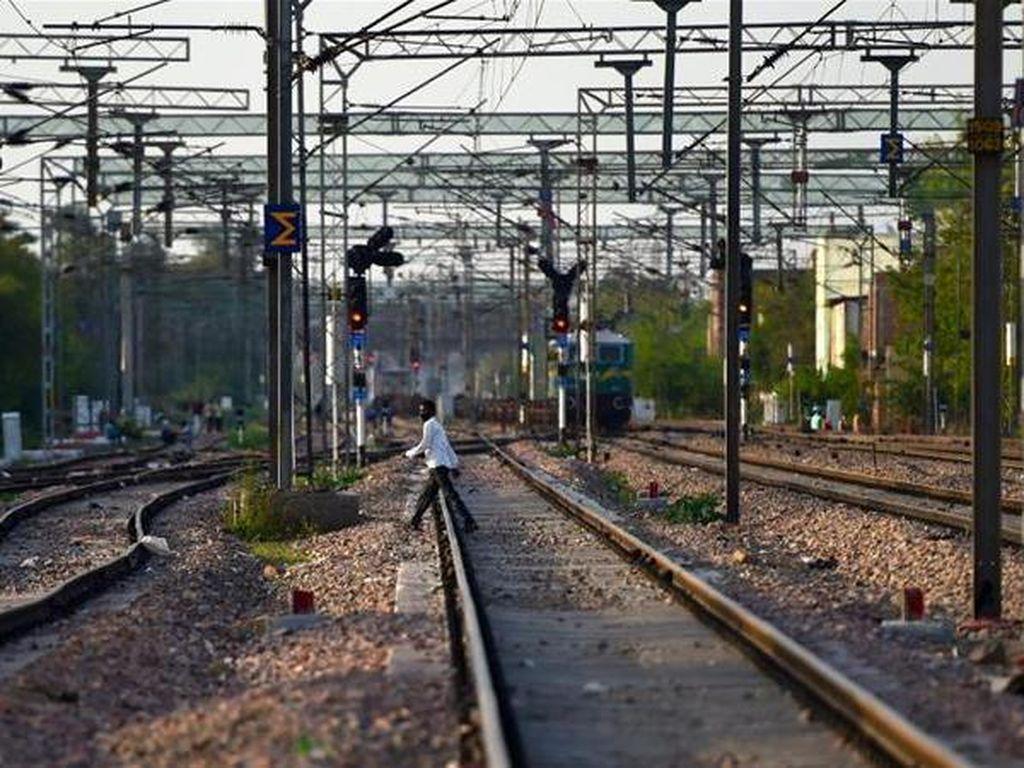 Mengenaskan! 14 Pekerja India Tewas Terlindas Kereta Saat Pulang Kampung