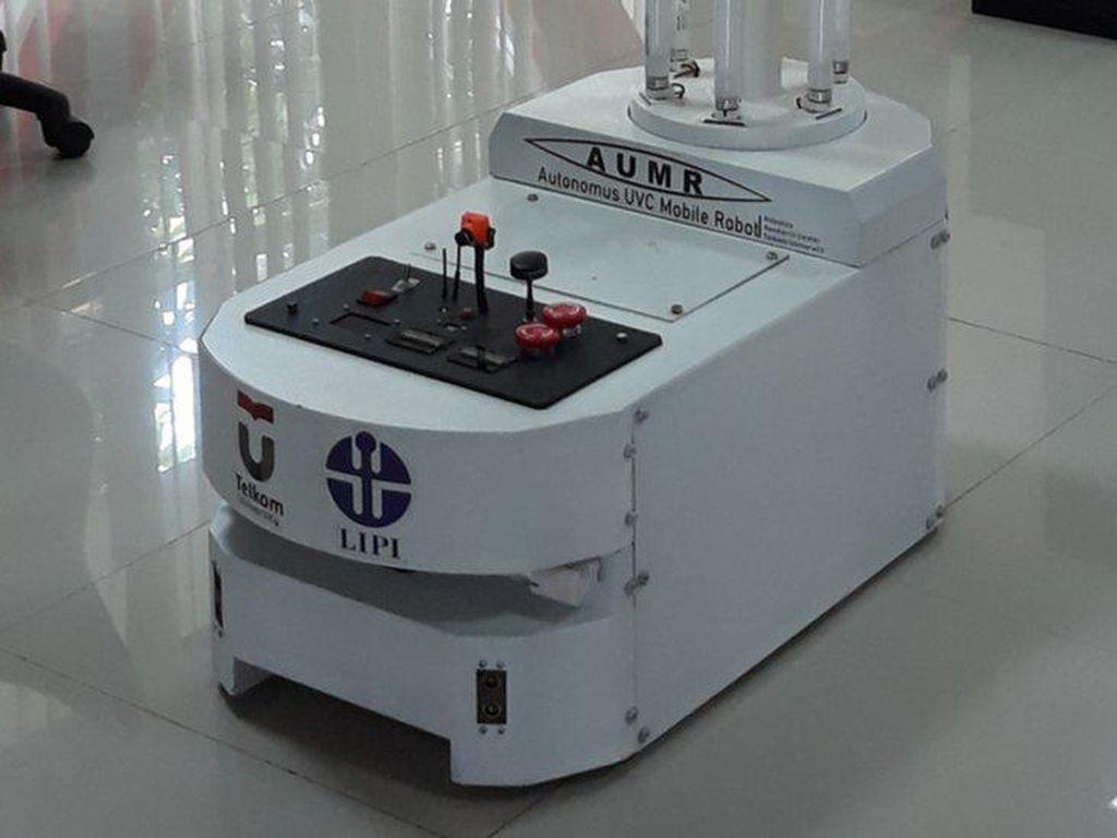 Robot Pembasmi Corona Bersenjata Sinar Ultraviolet Diciptakan di Bandung