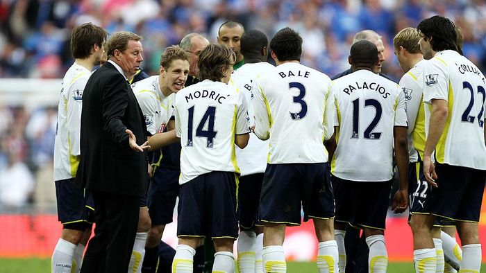 LONDON, ENGLAND - APRIL 11: Tottenham Hotspur manager Harry Redknapp talks to his players during the FA Cup sponsored by E.ON Semi Final match between Tottenham Hotspur and Portsmouth at Wembley Stadium on April 11, 2010 in London, England.  (Photo by Clive Rose/Getty Images)