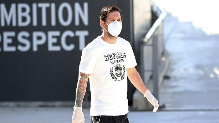 In this photo provided by FC Barcelona, Lionel Messi walks wearing a protective face mask at the clubs training ground in Barcelona, Spain, on Wednesday May 6, 2020.  Soccer players in Spain returned to their teams training camps Wednesday for the first time since the country entered a lockdown nearly two months ago because of the coronavirus pandemic. Players for Barcelona, Real Madrid, Atlético Madrid and other clubs started preparing for the return to training this week, and they were all expected to be tested for COVID-19 and should be cleared to practice once the results are back. (Miguel Ruiz / FC Barcelona via AP)