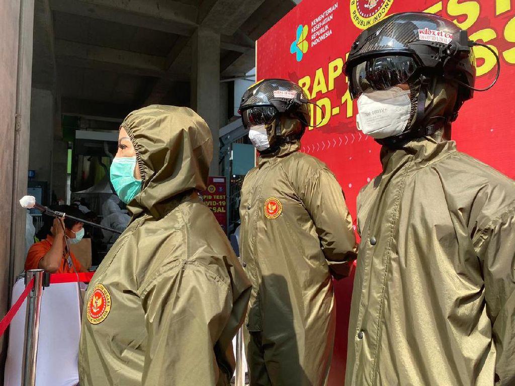 Gelar Rapid Test di Kawasan Blok M, BIN Pakai Helm Monitoring Suhu Tubuh
