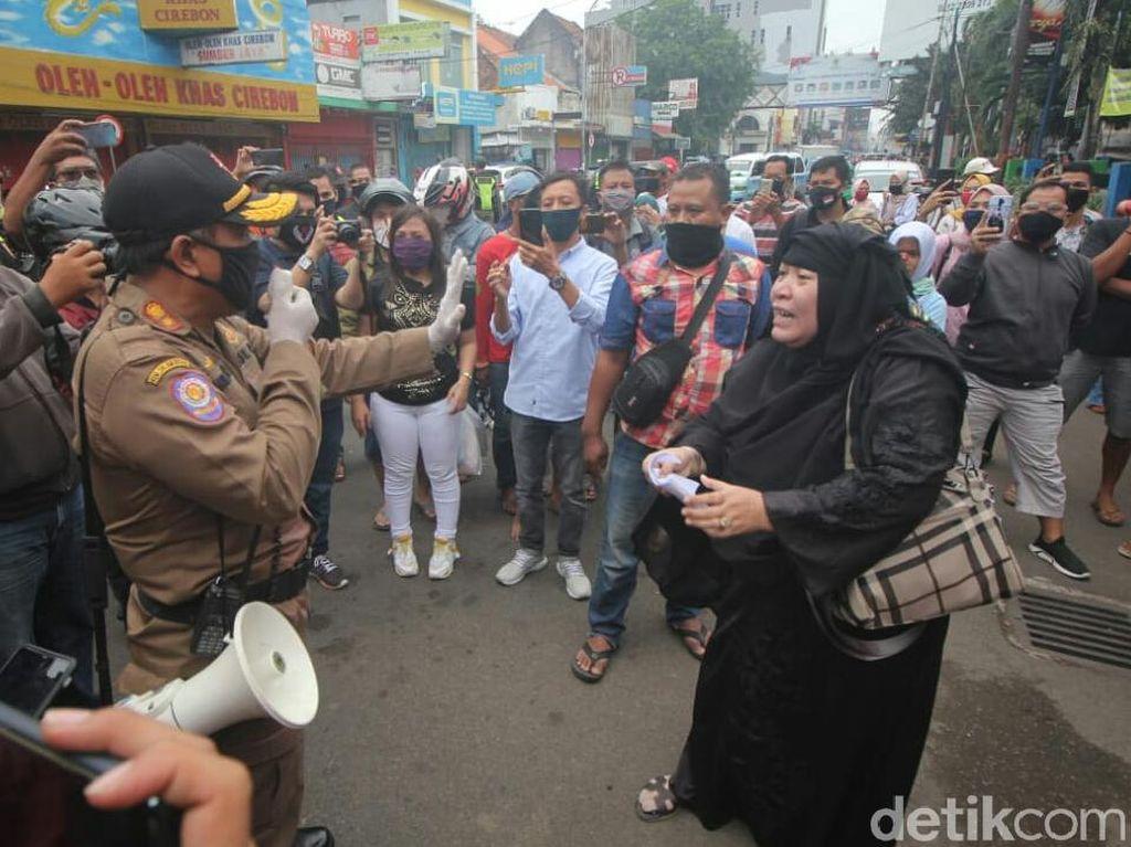 PSBB di Cirebon, Pedagang Ngamuk Saat Diminta Tutup Lapak
