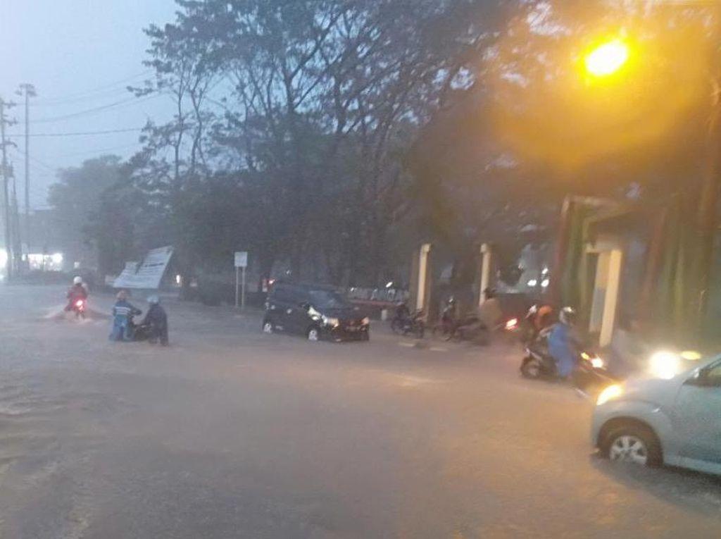 Hujan Deras, Sejumlah Titik di Kota Semarang Tergenang