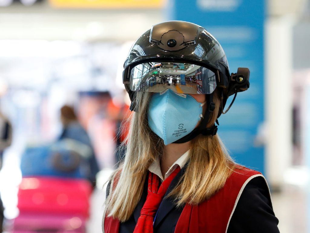 Helm Pintar ala Bandara Italia, Bisa Deteksi Suhu 100 Orang Semenit