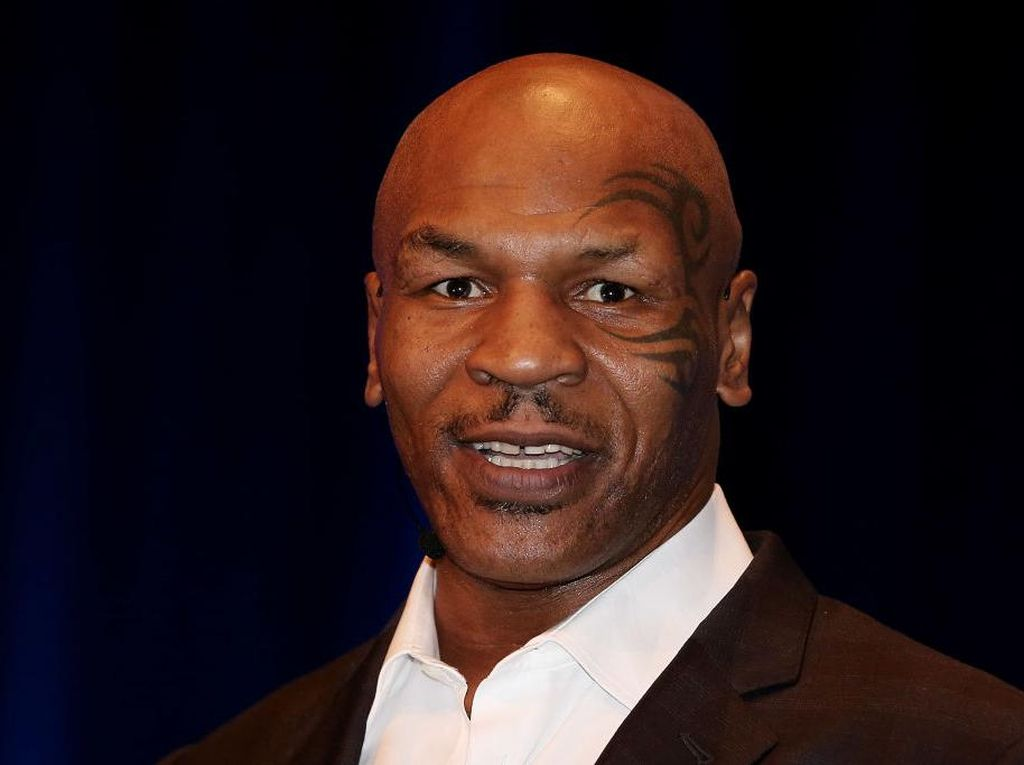 Posting Video Umat Muslim di Kabah, Mike Tyson: Mashaallah