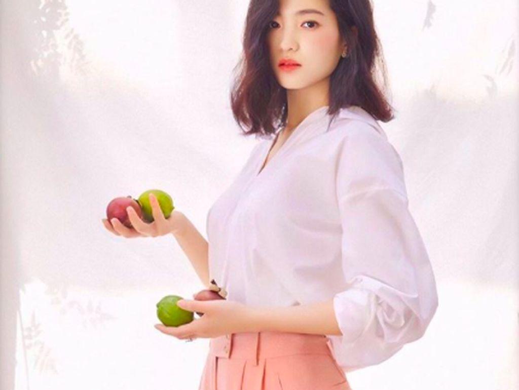 Pose Kim Tae Ri Bersama Makanan, Aktris Cantik Film Space Sweepers