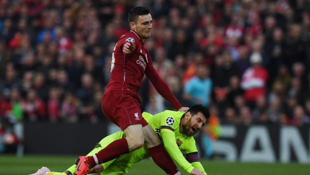 Barcelona's Argentinian striker Lionel Messi (R) is tackled by Liverpool's Scottish defender Andrew Robertson during the UEFA Champions league semi-final second leg football match between Liverpool and Barcelona at Anfield in Liverpool, north west England on May 7, 2019. (Photo by Paul ELLIS / AFP)