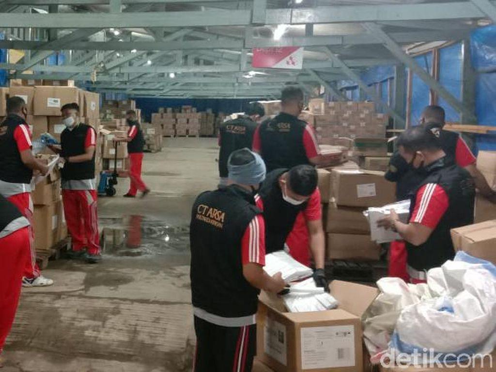 Trans Retail dan Transmedia Donasi APD Melalui CT ARSA ke 113 RS-30 Puskesmas