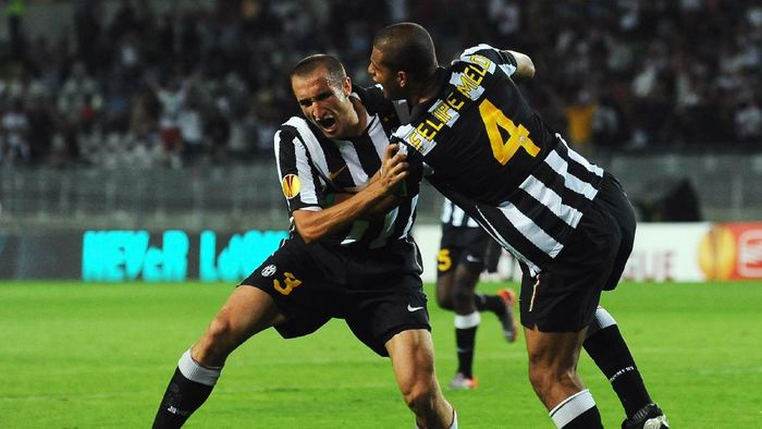 TURIN, ITALY - SEPTEMBER 16:  Giorgio Chiellini (L) of Juventus FC celebrates his goal with Felipe Melo during the Uefa Europa League group A match Juventus FC and KKS Lech Poznan at Olimpico Stadium on September 16, 2010 in Turin, Italy.  (Photo by Valerio Pennicino/Getty Images)
