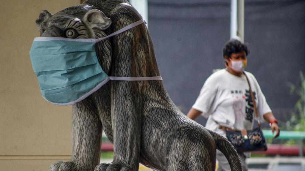 Patung Hewan di Bogor Ikut Pakai Masker Penangkal Corona