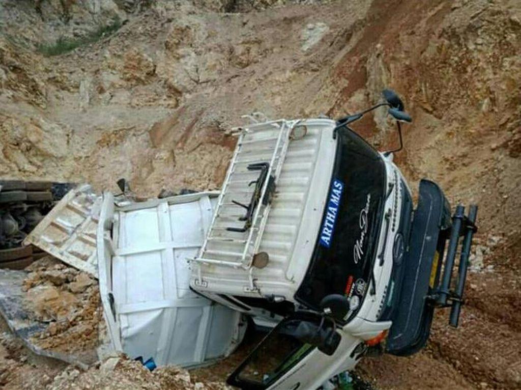 Pemkab Bandung Barat Investigasi Penyebab Longsor Bukit Batu Kapur