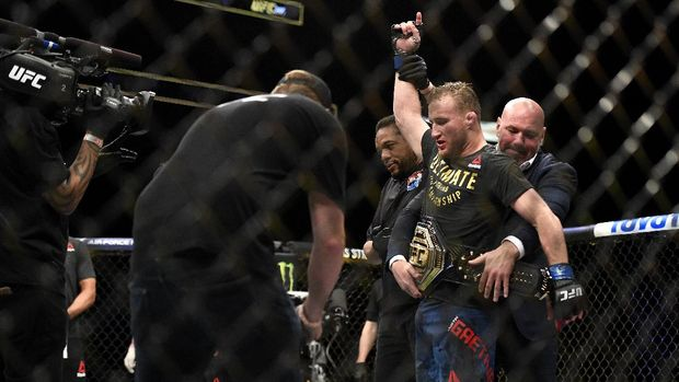 JACKSONVILLE, FLORIDA - MAY 09: Justin Gaethje of the United States celebrates after defeating Tony Ferguson of the United States in their Interim lightweight title fight during UFC 249 at VyStar Veterans Memorial Arena on May 09, 2020 in Jacksonville, Florida.   Douglas P. DeFelice/Getty Images/AFP