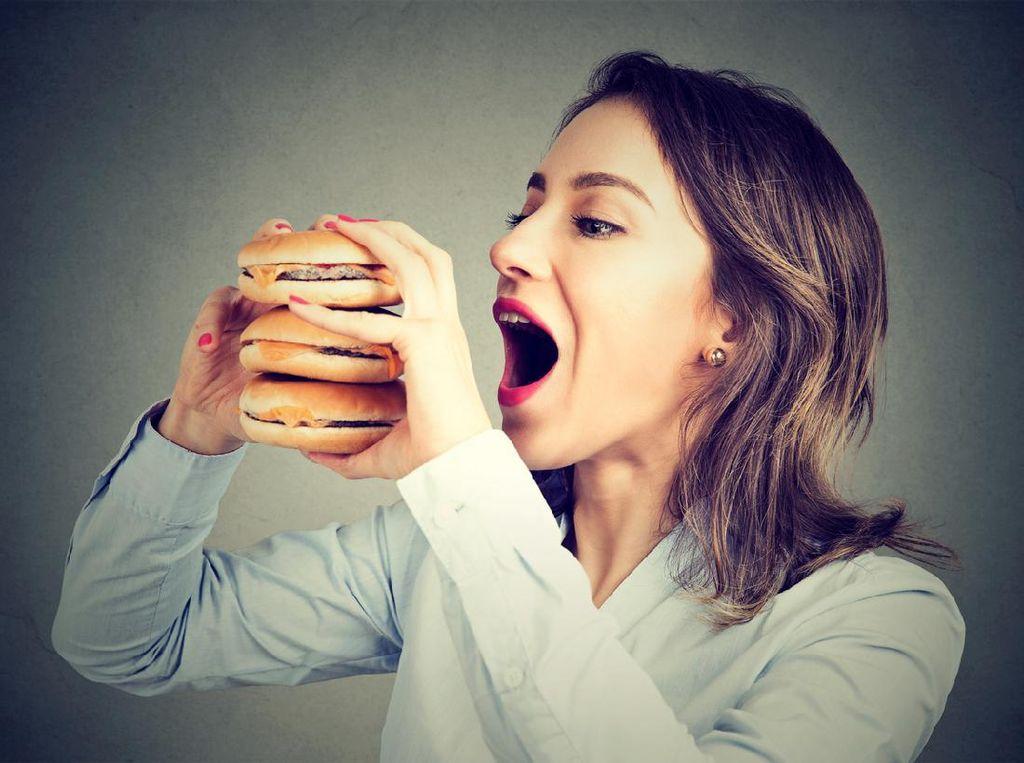 4 Dampak Makan Berlebihan Saat Sahur, Mengantuk hingga Cepat Lapar Lagi