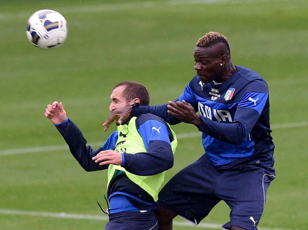 Dikecam Chiellini, Balotelli dan Melo Membalas