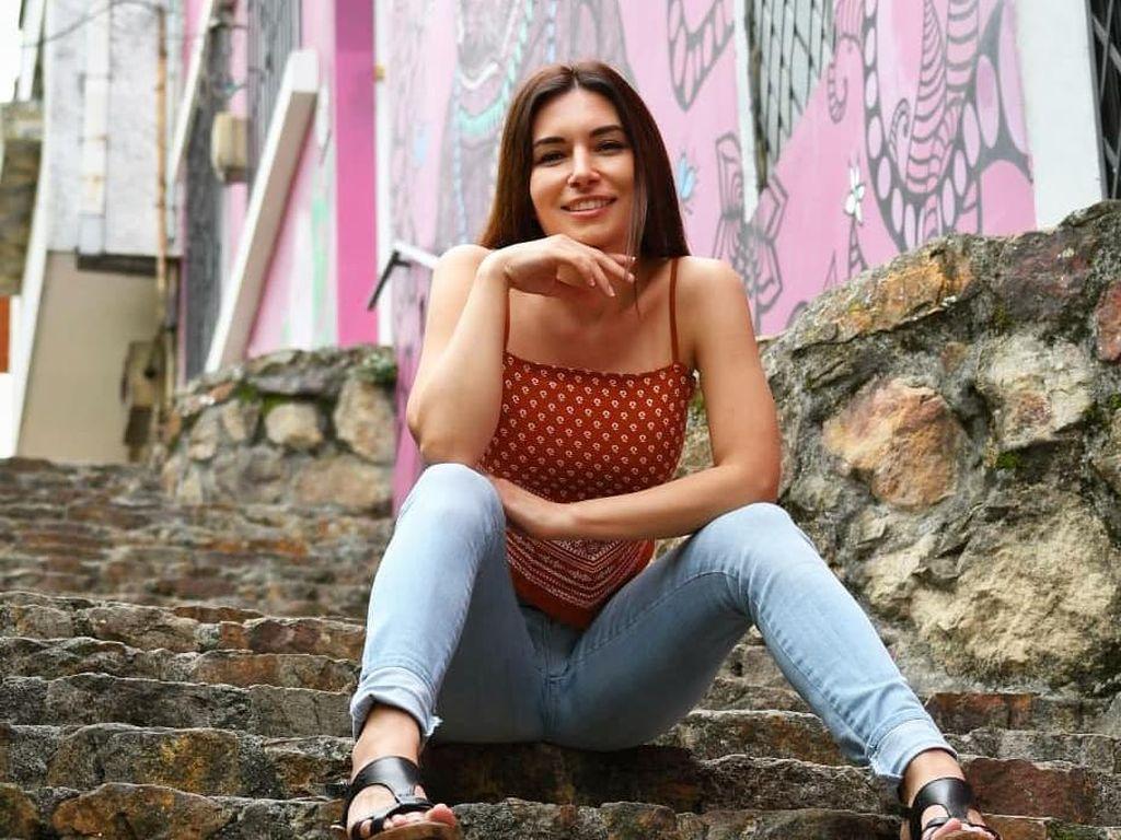 Potret Gamer Cantik yang Akunnya Diblokir karena Insiden Malfungsi Busana