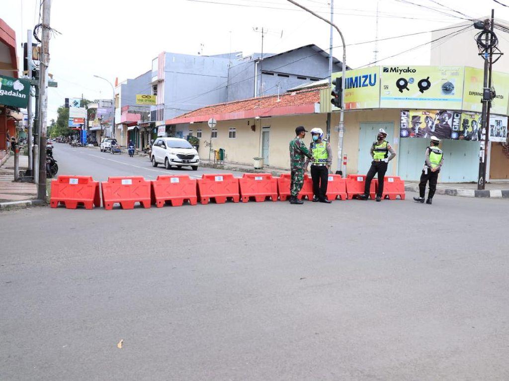 Tekan Aktivitas Warga, Dua Jalan di Indramayu Ditutup Selama PSBB