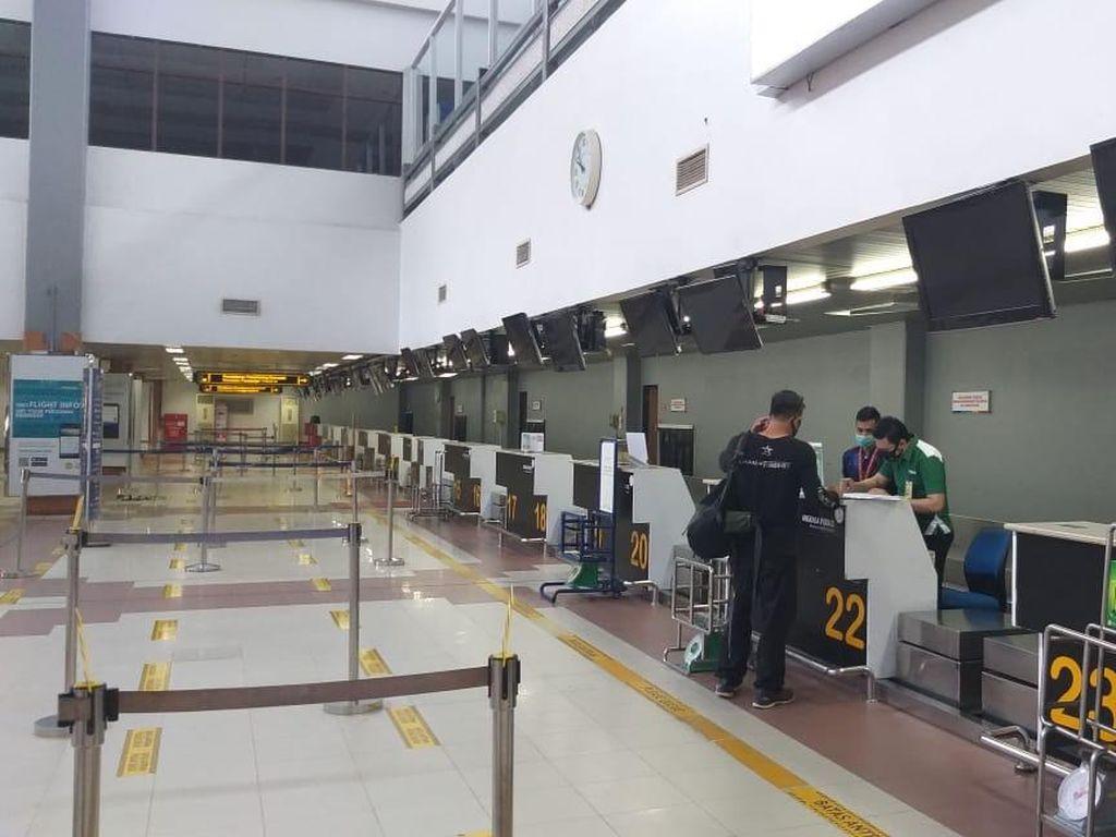 Dokumen Kurang, Sejumlah Calon Penumpang di Bandara Sumbar Batal Terbang